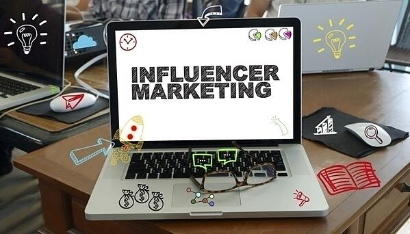 thumb_influencer_20marketing_20laptop_202